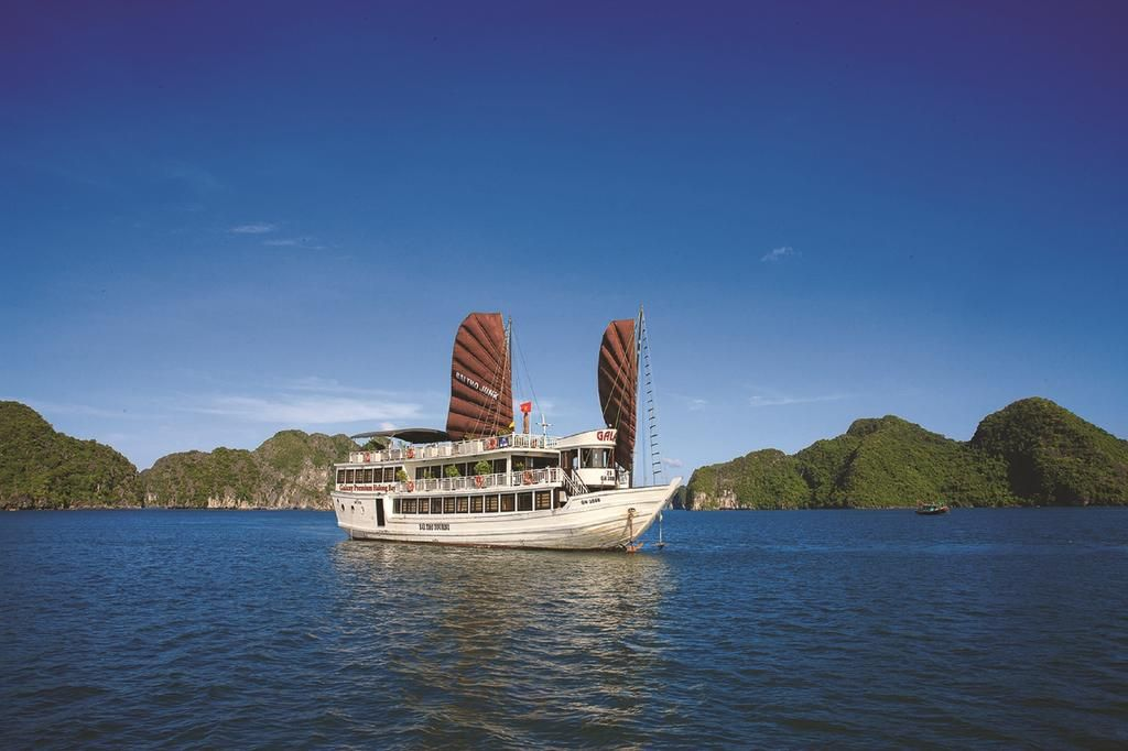 Ha Long bay cruises